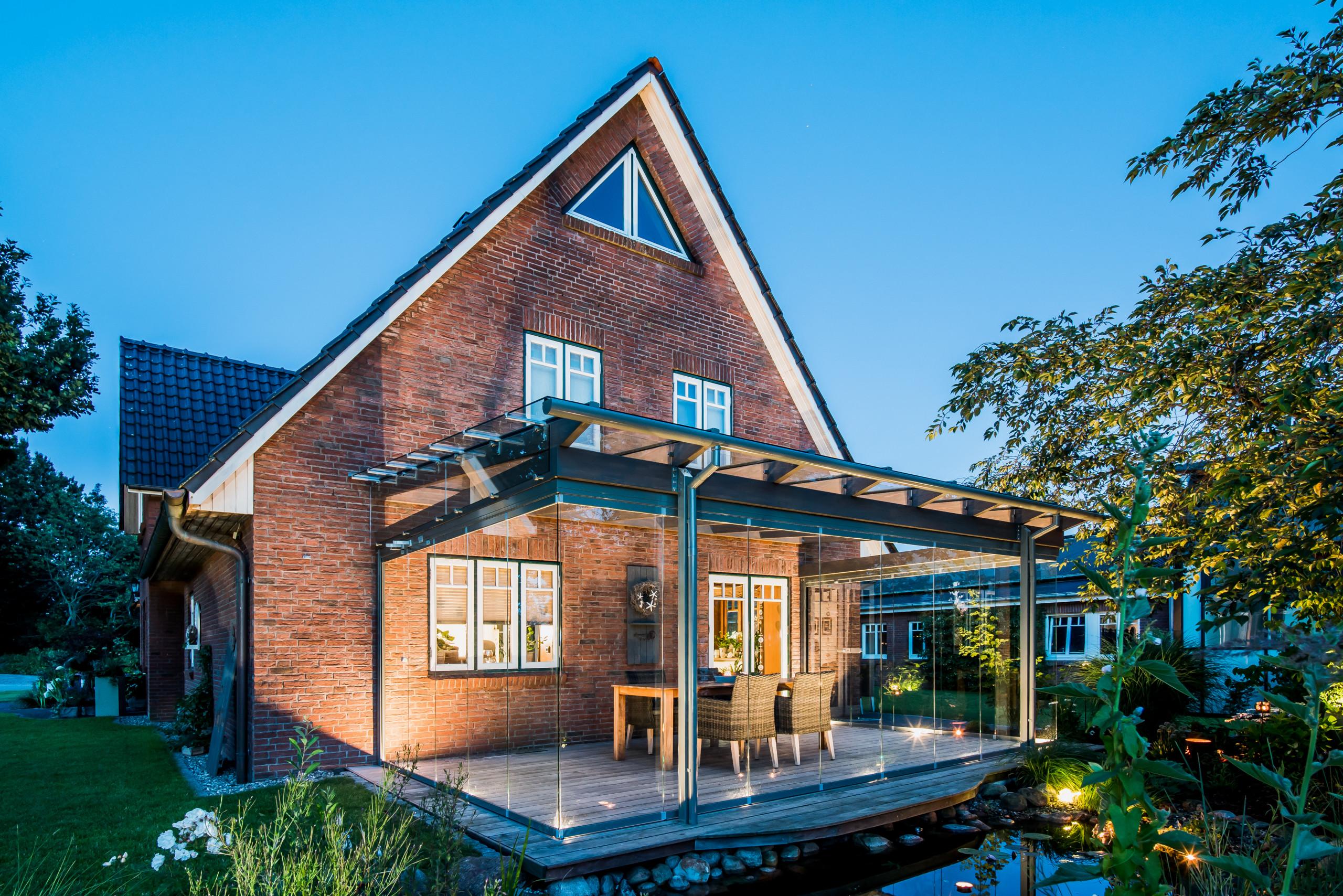 Terrassendach - Glashaus an einer klassischen Klinkerfassade