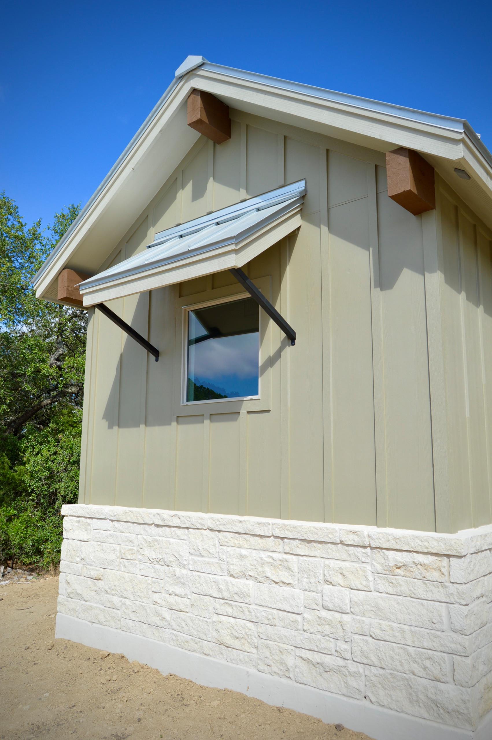 Farmhouse: 3,153 ft²/4 bd/3 bth/2ST
