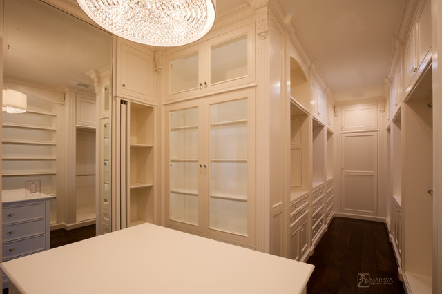 Women 39 White Walk In Closet Traditional Closet Other