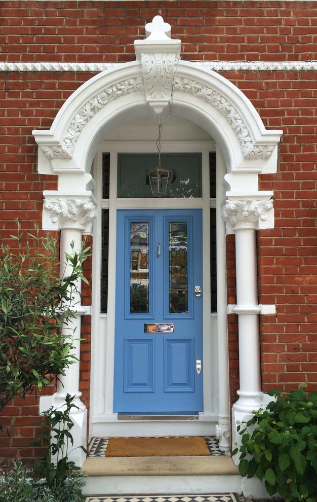 Elegant home design photo in London