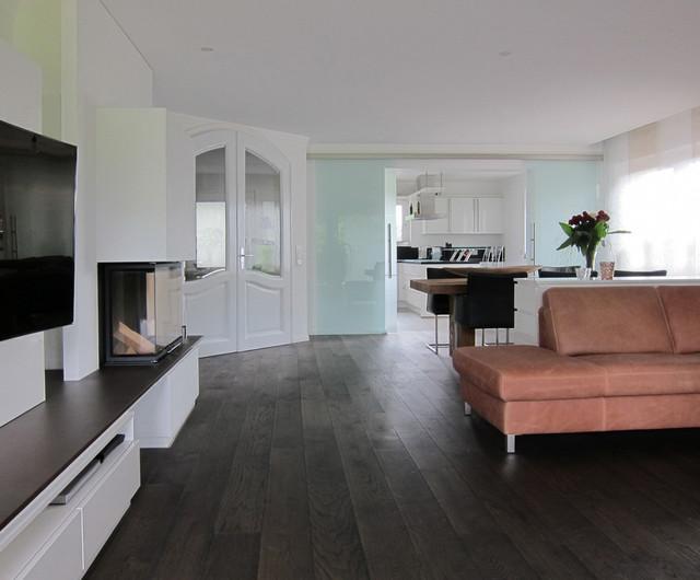 Verbindung Von Küche Und Wohnraum   Schiebetüren Geöffnet Modern Wohnzimmer