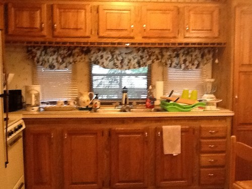 What color to paint kitchen cabinet?