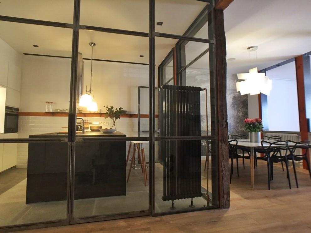Un vivienda alrededor de una cocina, Madrid.