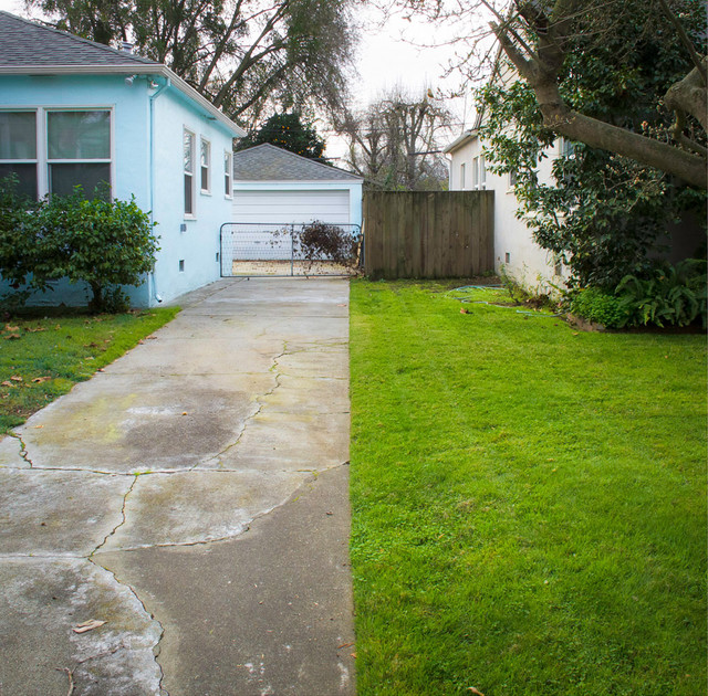 Where Front Yards Collide Property Lines In Pictures