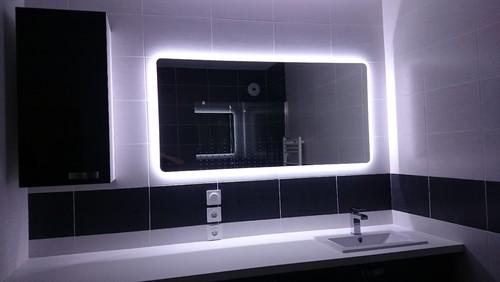 r alisation d 39 une salle de bain r tro clairage ruban led 5w blanc froid pour une ambiance. Black Bedroom Furniture Sets. Home Design Ideas