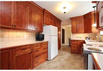 What harware finish would you suggest with these red oak cabinets?
