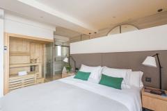 Houzz Испания Спальня для врача с... сауной (7 photos)