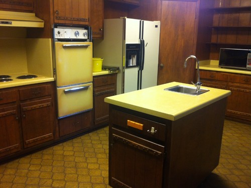 Help with 1970 kitchen!