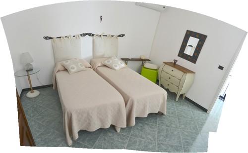 Ri arredare una camera da letto al mare for Letti per casa al mare