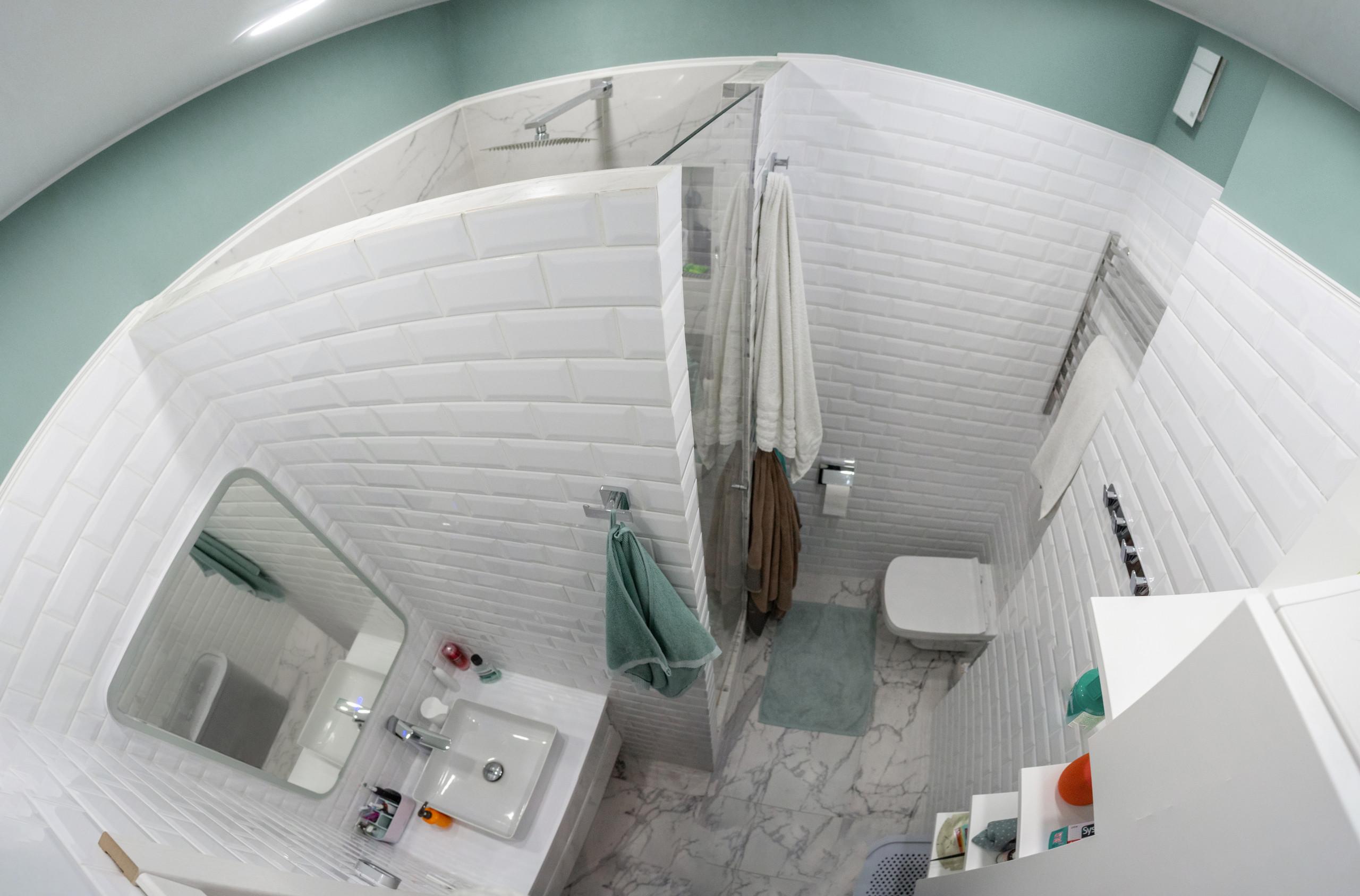 Ванная комната в бело-зеленых тонах