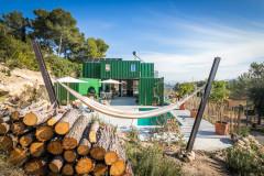 Architecture : Une maison en containers se fond dans le décor