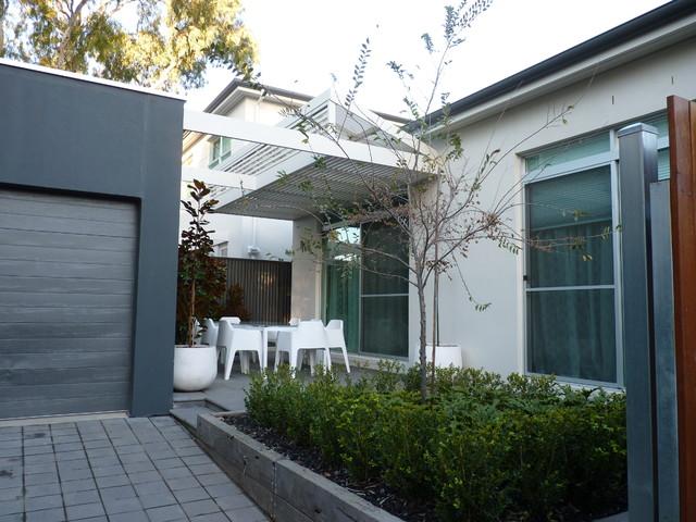 Norwood rear courtyard garden for Courtyard home designs adelaide
