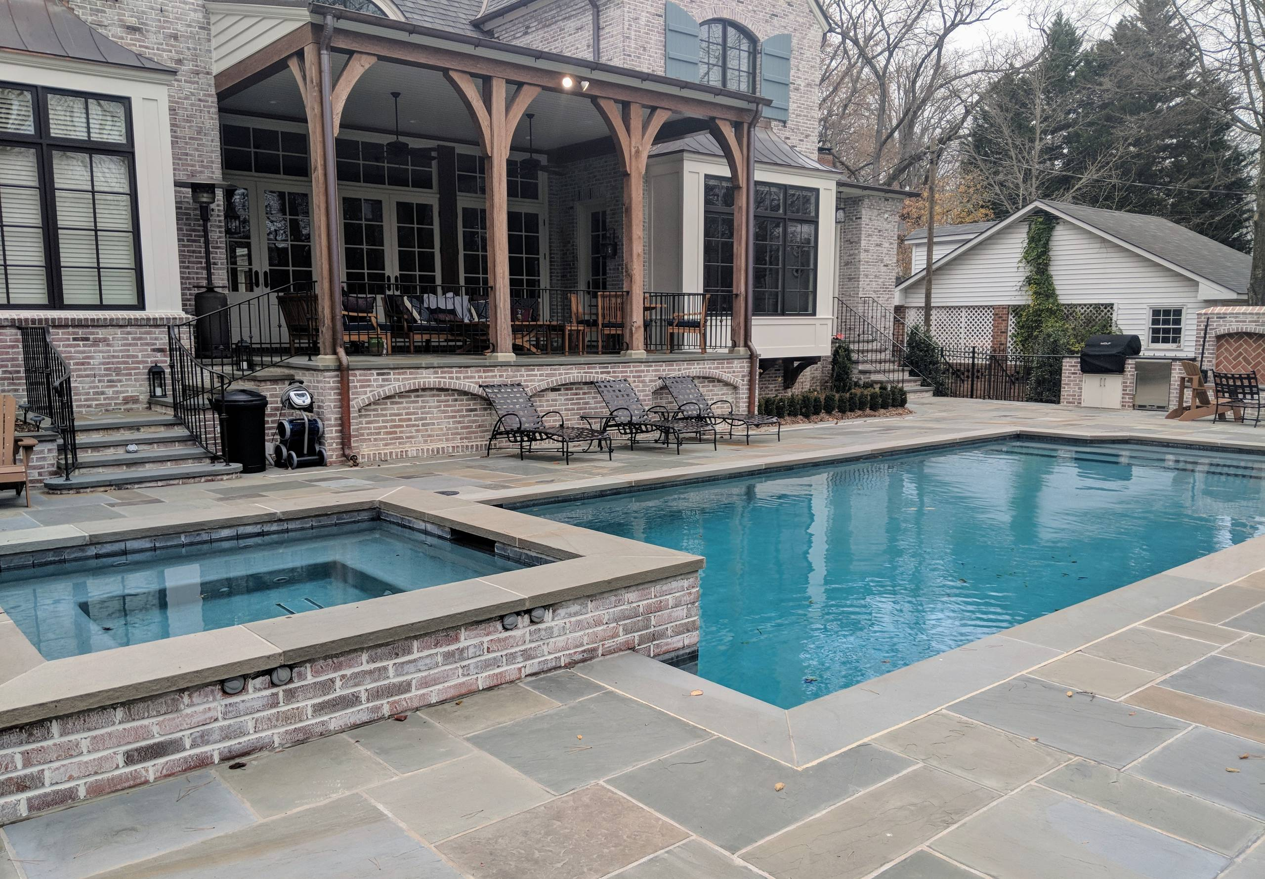 Classic Spa Pool in Irving Park