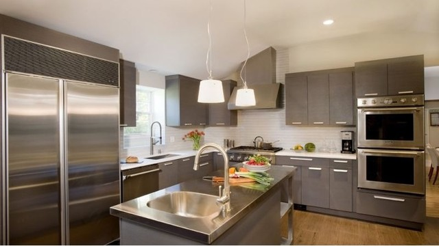 Modern Rift Cut Oak Kitchen