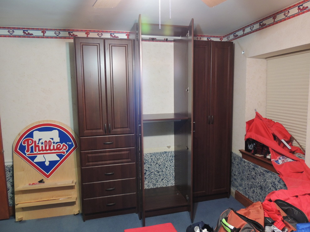 WALL UNITS FOR TEEN'S ROOM