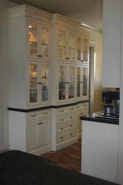Merveilleux Built In China Cabinets And Butler Pantry Eclectic