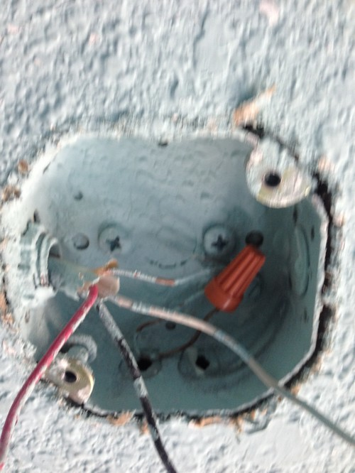 does this look like a ceiling fan-rated electrical box?