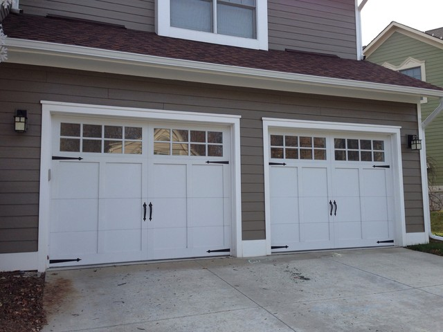 Carriage house garage doors arts crafts garage for Arts and crafts garage