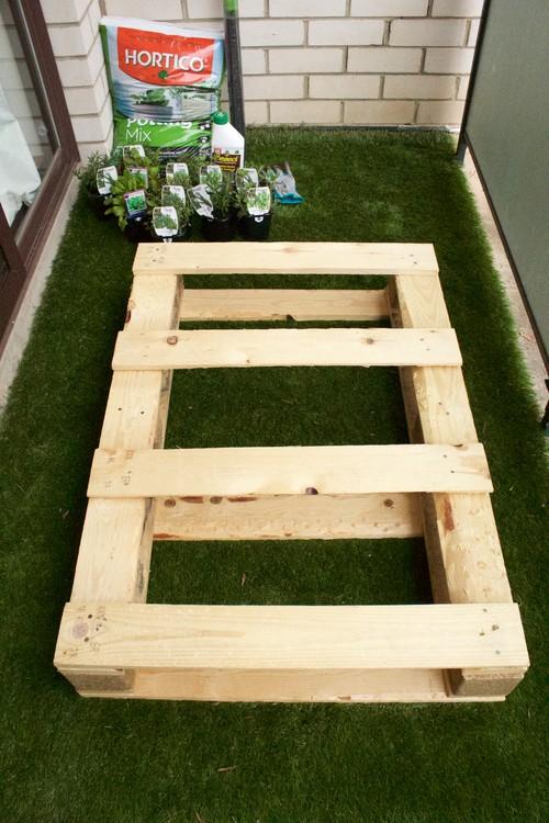 DIY Project: Vertical Pallet Garden