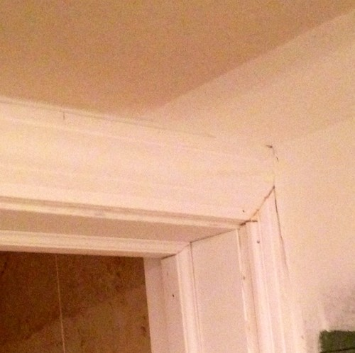 Uneven Ceiling, therefore different height in walls at frames.