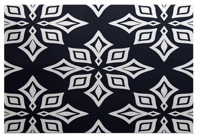 Beach star geometric print indoor and outdoor rug for Geometric print area rugs
