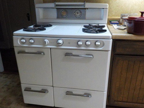 Keep old gas stove or buy new