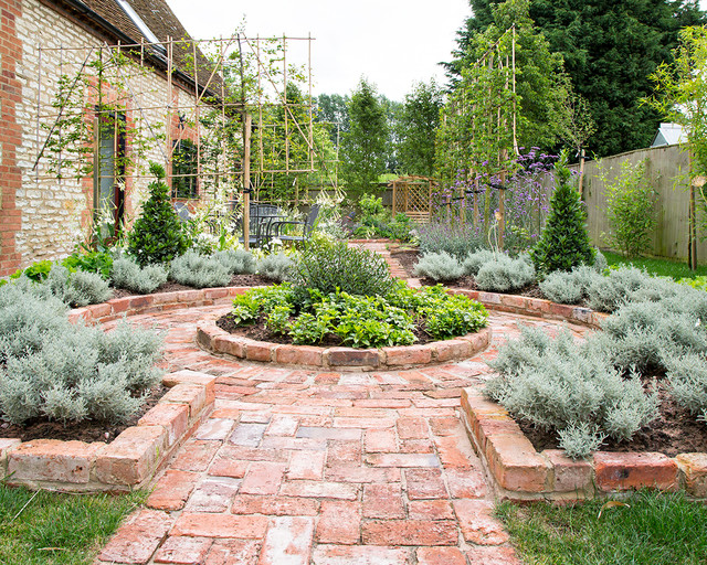 Barn conversion with a garden in a traditional style for Oxford garden designs