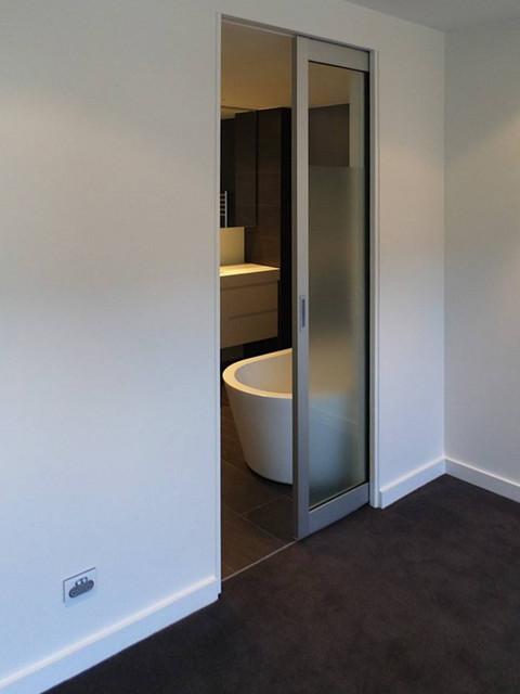 Cavity Slider With Newyorker Door In Ensuite Contemporary