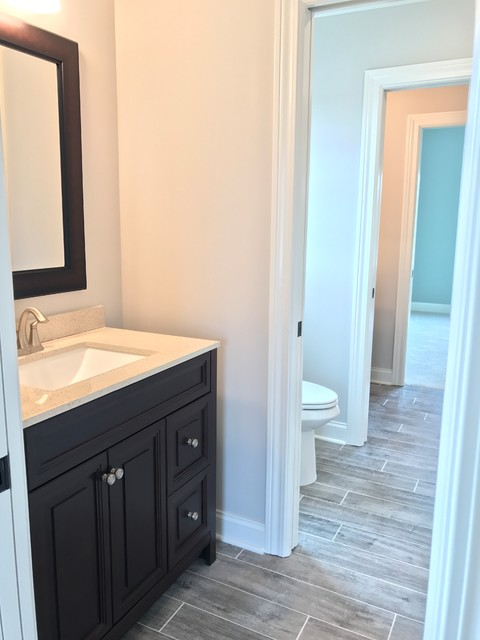 Example of a cottage bathroom design in Cleveland