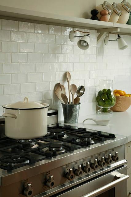 Clapham Shaker Kitchen: Clapham Range Cooker And Freestanding Shelves