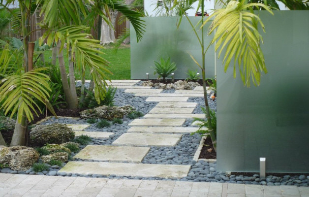 Enchanting Small Garden Landscape Ideas With Stepping Walk: Stepping Stone Walkway Miami Florida Tropical Landscaping