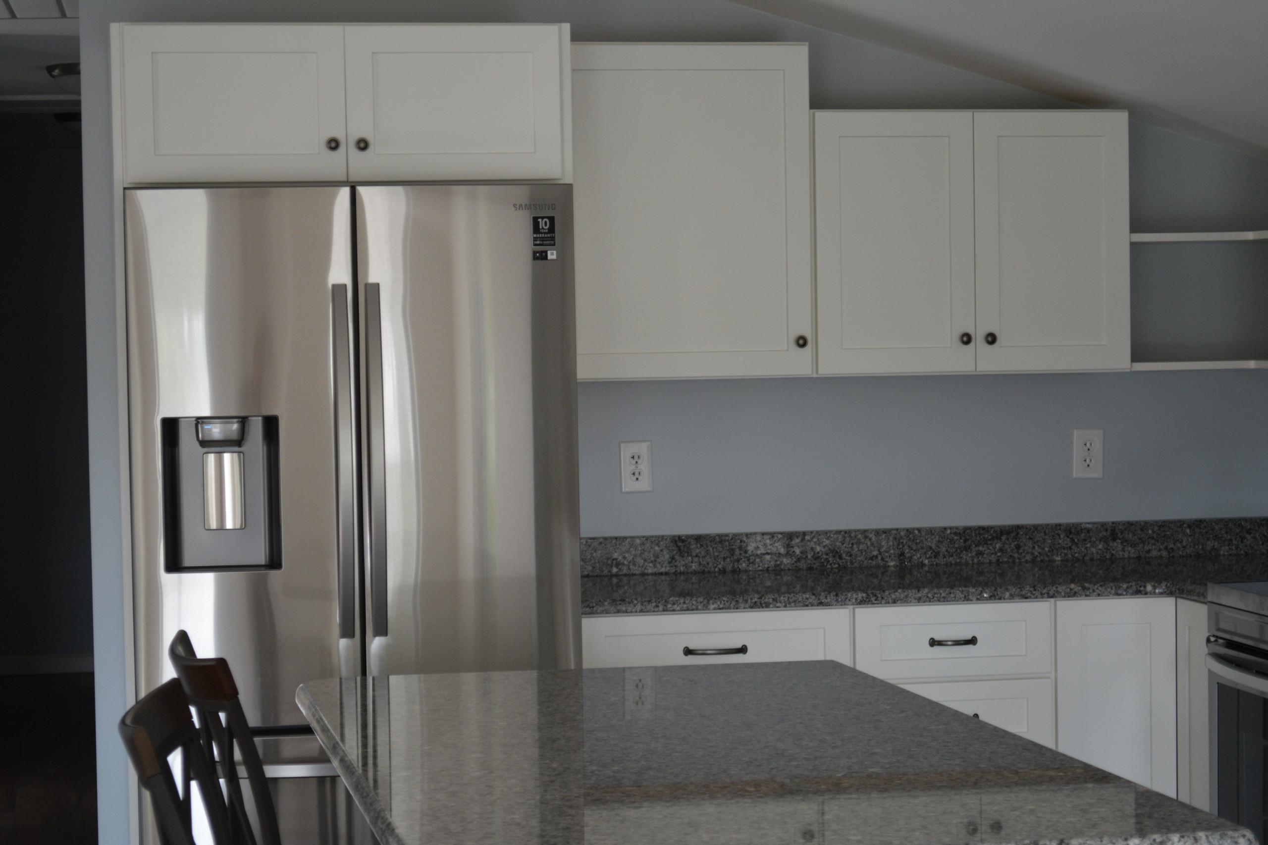 Azul Platino Granite with White Icing Cabinetry