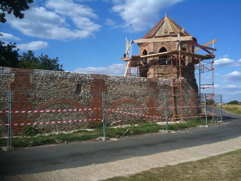 Restauration de la Porte de l'Horloge et Pigeonnier