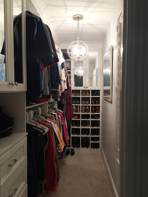Walk-in closet, narrow? Clothes on just one side? Pictures?