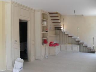 Scala con arredo abitazione privata for Soggiorno con scala arredamento