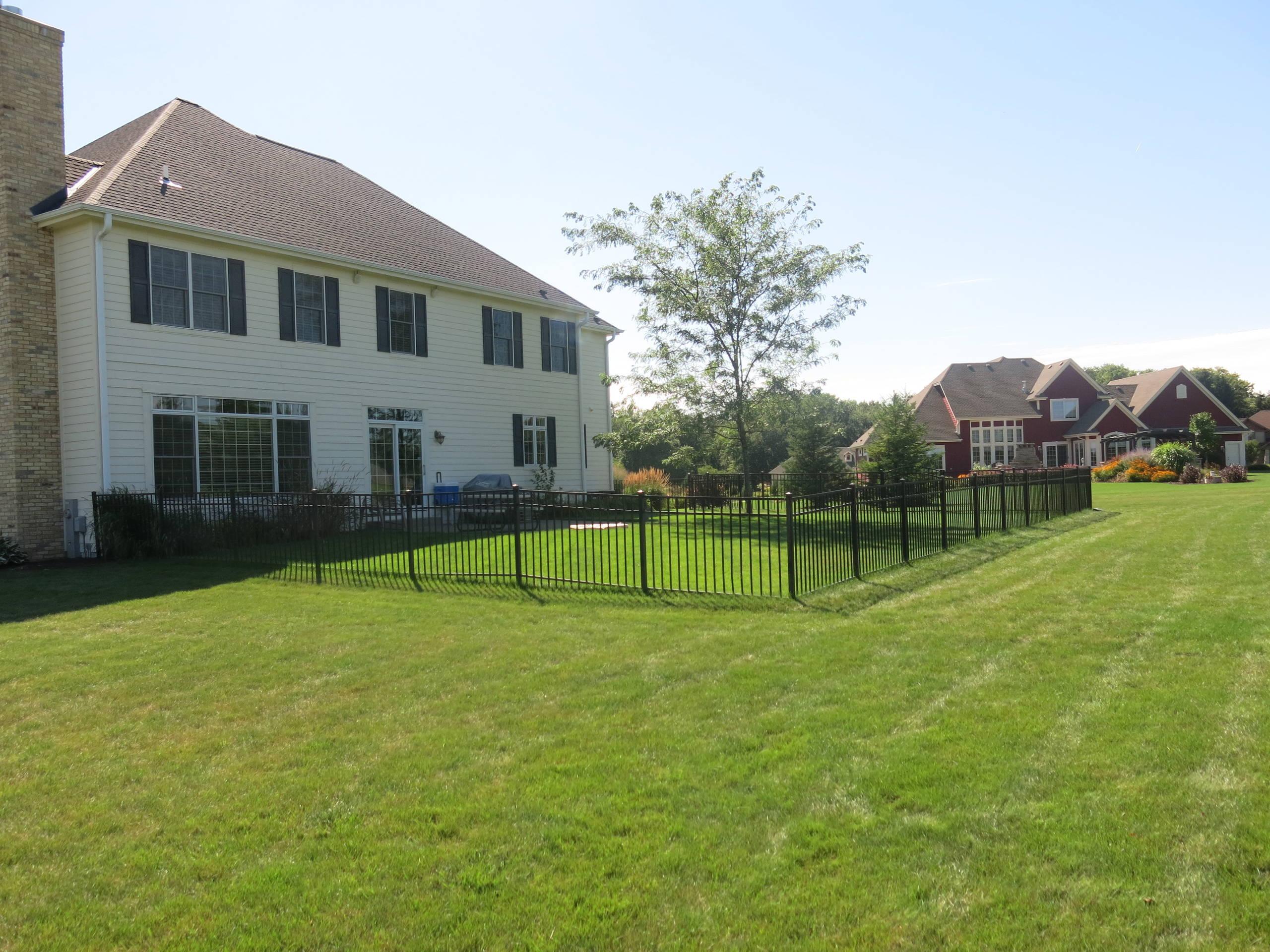 Traditional Pool & Landscape - Cedarburg