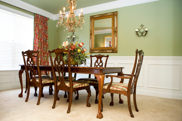 English Dining Room In Red And Green Traditional Dining Room Amazing English Dining Room Furniture