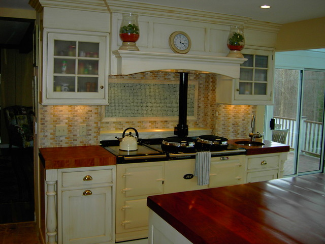 Charming english kitchen traditional other by studio for Traditional english kitchen design