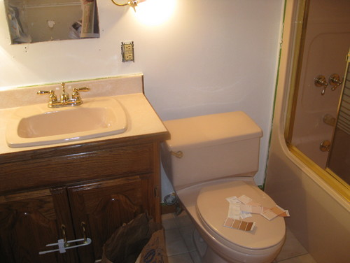 What color to paint my small 6 x 8 39 bathroom all peach for Bathroom ideas 8x6