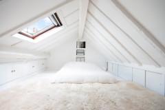 10 astuces pour aménager une chambre basse de plafond