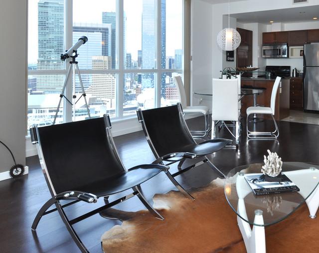Trendy home design photo in Toronto