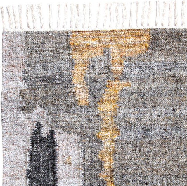 Handwoven Gold And Gray Tasseled Wool Area Rug, 5&x27;x8&x27;.