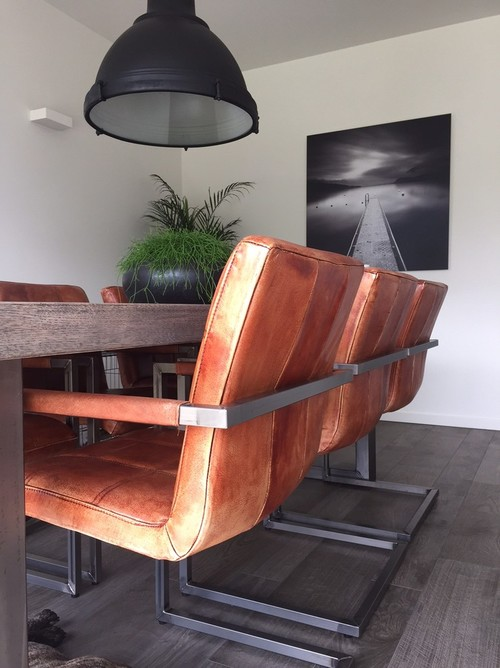 Replace Cognac Chairs By White Hay Chairs