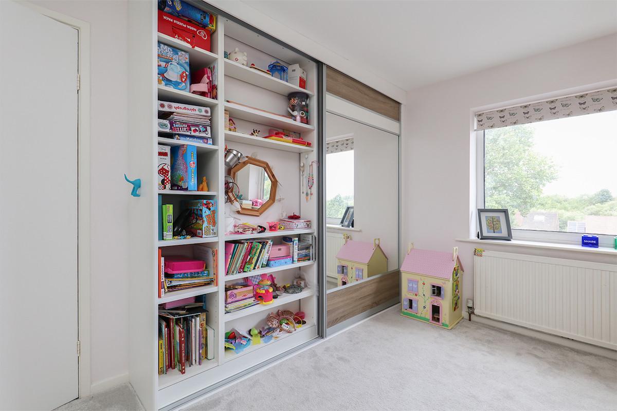 Girls's bedroom sliding wardrobes