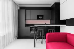 Houzz тур: 52 кв.м — чёрно-белая квартира с малиновыми акцентами