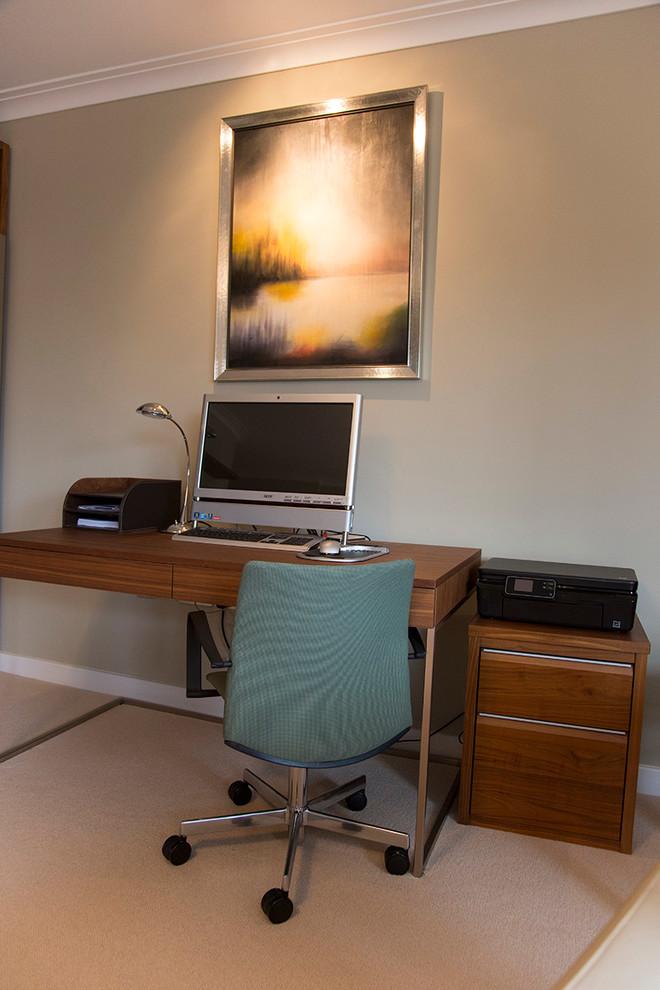 Small trendy home design photo in London