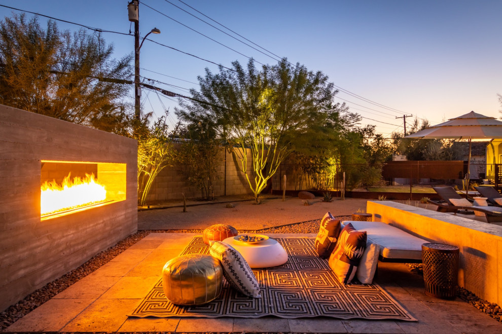 This is an example of a large mid-century modern landscaping in Phoenix.