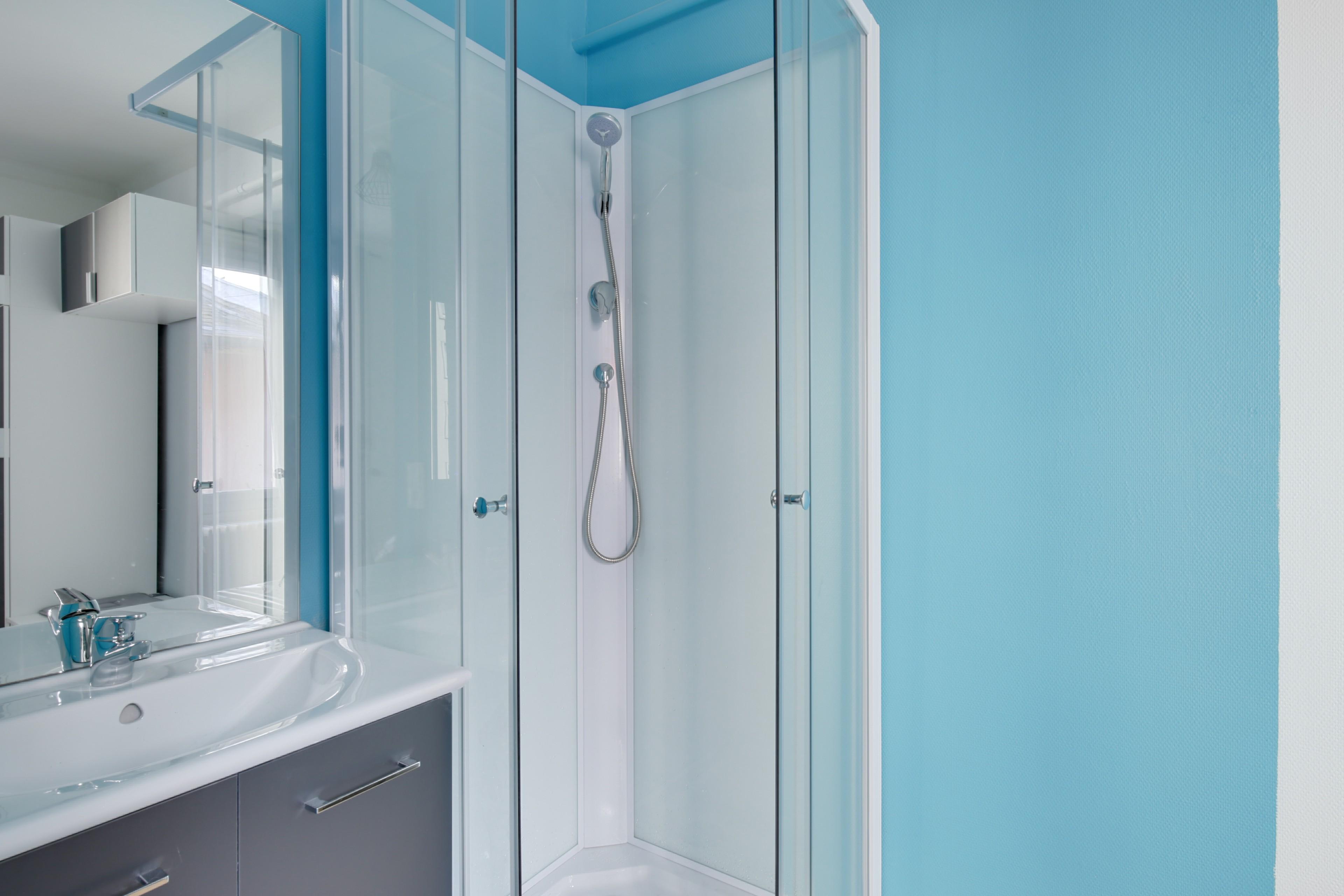 renovation complete d'un appartement / équipement salle de  douche