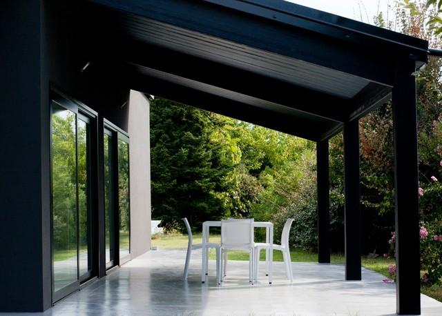 Casa in legno alma negra moderno portico altro di for Costruzioni case moderne