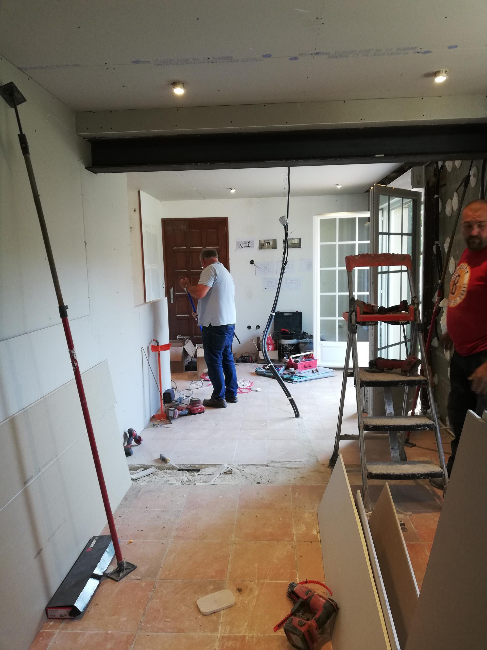 Avant/Apres Rénovation complète d'une cuisine, abattement d'un mur porteur